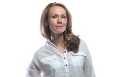 Freundliche blonde Frau im zufälligen Hemd Lizenzfreie Stockfotografie