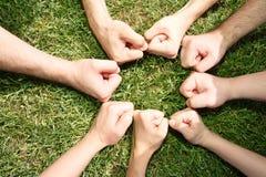Freundliche Fäuste in einem Kreis Stockbild