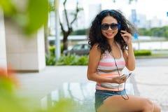Freundliche junge Frau Lizenzfreies Stockfoto