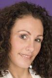 Freundliche lächelnde Frau Stockfotos