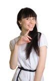 Freundliche lächelnde Porträtatelieraufnahme der jungen Frau Stockfotos