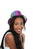Freundliche schwarze Frau in einem Parteihut. Stockfotografie