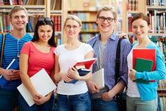 Freundliche Studenten Lizenzfreie Stockfotografie