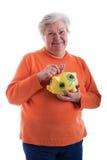 Freundlicher Älterer, der eine piggy Querneigung anhält Stockbild