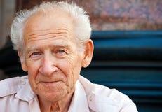 Freundlicher älterer Mann Stockfoto