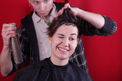 Freundlicher Friseur lizenzfreie stockbilder