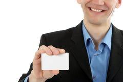 Freundlicher Geschäftsmann stellt Visitenkarte dar lizenzfreies stockbild