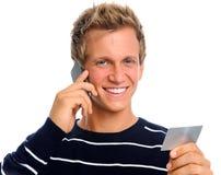Freundlicher Mann auf Handy Lizenzfreie Stockbilder
