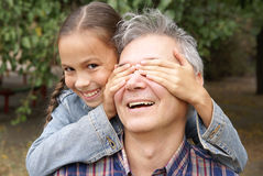 Freundlicher Vater und Tochter lizenzfreies stockbild