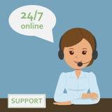 Freundlicher weiblicher Betreiber mit einem Mikrofon in einem Call-Center Stockfotos