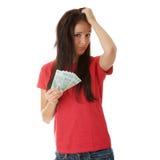 Freundliches Holdingbargeld der jungen Dame stockfotos