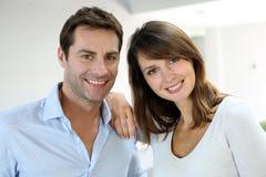 Freundliches Paarportrait Stockbild