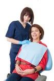 Freundliches Zahnarztfraukonzept Stockfotos