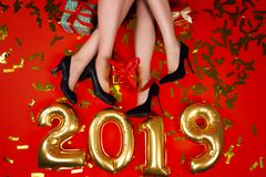 Freundpartei des neuen Jahres und der frohen Weihnachten stockbilder