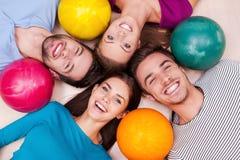 Freundschaft gewinnt immer in unseren Spielen Lizenzfreies Stockbild