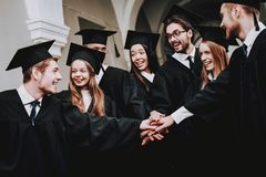 Freundschaft stehen Flur universität Spaß stockfoto