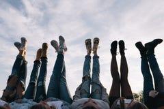 Freundschaft zusammen Kreativer Zeitvertreib im Freien lizenzfreie stockfotos