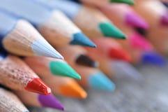 färg 3d crayons blyertspennor framför Arkivfoto