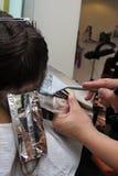 färga hår till Fotografering för Bildbyråer