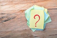 Fråga Mark Sticky Note Fotografering för Bildbyråer