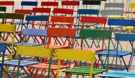 färgade stolar Fotografering för Bildbyråer