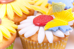 färgglada muffiner Arkivbilder