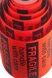 Frágil dirija con las etiquetas de cuidado Imágenes de archivo libres de regalías