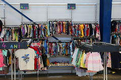 Färgrik kläder för barn Fotografering för Bildbyråer