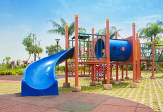 färgrik lekplats utan barn Arkivfoto