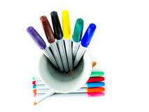 Färgrik magisk penna på vit bakgrund Arkivbilder