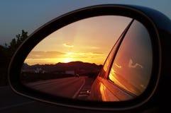 färgrik reflexionssolnedgång Arkivbild