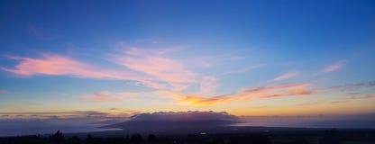 Färgrik skymning för solnedgånghimmel Arkivbilder