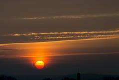 Färgrik soluppgång i Riga Arkivfoto