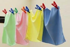 Färgrik torkduk som hänger för att torka Royaltyfria Bilder