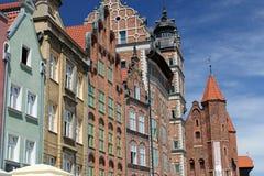 Färgrika fasader av hus av Gdansk den gamla staden, Polen Arkivbilder