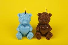 Färgrika handgjorda stearinljus i formen av nalle-björnen Royaltyfri Foto
