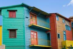 färgrika hus för airesbuenoscaminito Arkivfoton