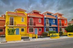 Färgrika hus i Dominikanska republiken Royaltyfri Foto