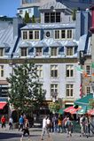 Färgrika hus i gammala Quebec City Arkivfoto