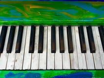 Färgrika konstnärliga målade pianotangenter Fotografering för Bildbyråer