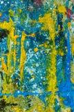 Färgrika målarfärgdroppar på golvet Arkivfoton