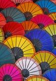 Färgrika paraplyer från Laos Arkivbilder