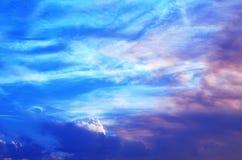 färgrika skies Arkivfoton