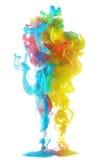 Färgrikt färgpulver i vatten Arkivbilder