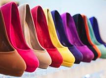 Färgrikt läder skor Arkivbilder