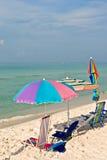 färgrikt paraply för strand Royaltyfri Foto