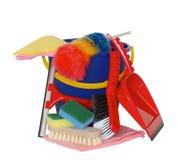 Frühjahrsputzausrüstung mit Eimerbürste und -schwamm incluided Lizenzfreies Stockfoto
