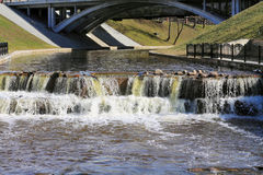 Frühlingswasserfall Lizenzfreies Stockbild