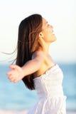 Fri kvinna - frihetsbegrepp Royaltyfria Bilder