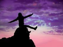 Fri lycklig flicka som lyfter armar Royaltyfri Foto